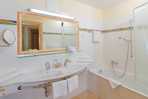 Zimmer suiten appartements landhaus st georg for Kleine ausziehcouch